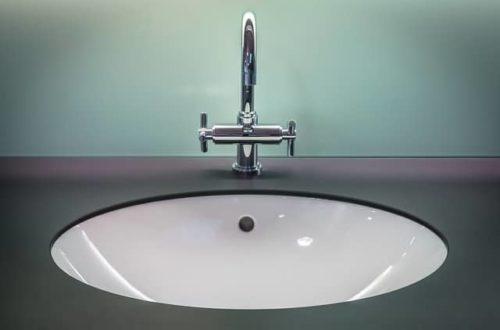 Moderní koupelny je potřeba vybavit jednoduše a chytře